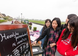 Normal_chinees_bord_in_giethoorn